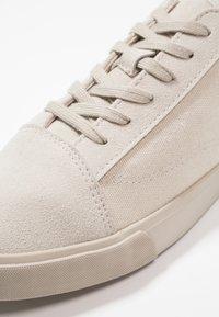 YOURTURN - Sneakersy niskie - sand - 6