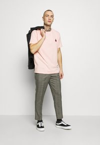 YOURTURN - Jednoduché triko - pink - 1