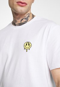 YOURTURN - Camiseta estampada - white - 6