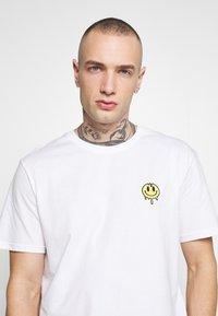 YOURTURN - Camiseta estampada - white - 4