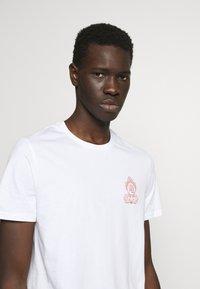 YOURTURN - Print T-shirt - white - 4