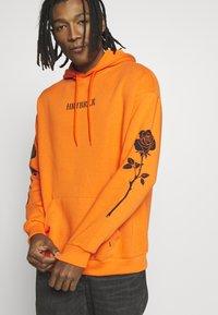 YOURTURN - Hoodie - orange - 3