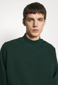 YOURTURN - Sweatshirt - dark green - 4