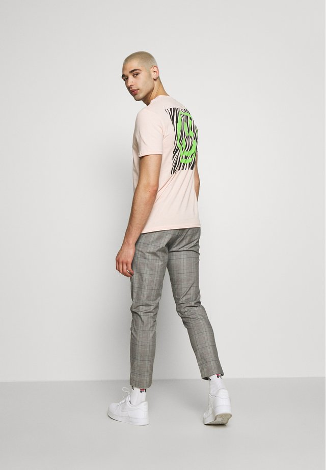 UNISEX ZEBRA TEE - Camiseta estampada - pink