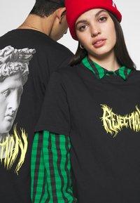 YOURTURN - T-shirt con stampa - black - 5