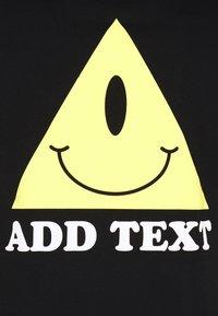 YOURTURN - UNISEX EYE TEE - Print T-shirt - black - 2