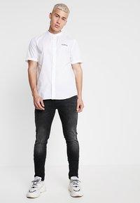 YOURTURN - BORED SHIRT - Skjorta - white - 1