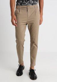 YOURTURN - Pantalones chinos - tan - 0
