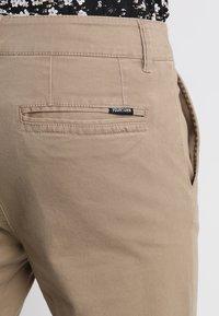 YOURTURN - Pantalones chinos - tan - 5