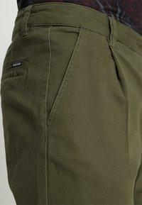 YOURTURN - Chino kalhoty - olive - 5