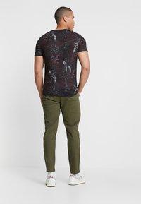 YOURTURN - Chino kalhoty - olive - 2