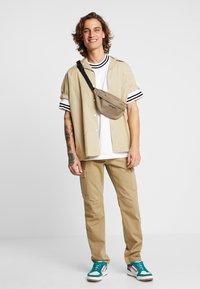 YOURTURN - Cargo trousers - tan - 1