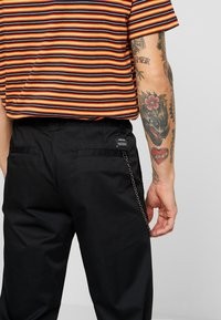 YOURTURN - Chino - black - 3