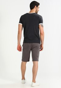 YOURTURN - Shorts - charcoal - 2