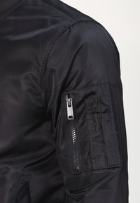 YOURTURN - Bomber bunda - black