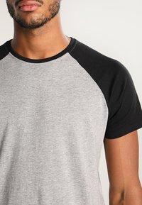 YOURTURN - T-shirt z nadrukiem - grey melange/black - 3