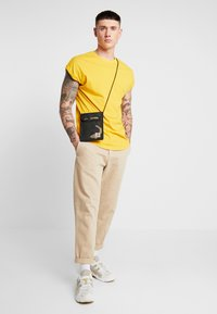 YOURTURN - T-shirt basic - yellow - 1