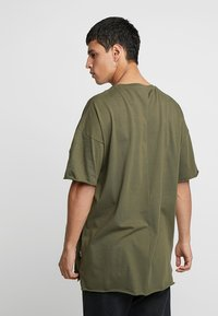 YOURTURN - T-shirts basic - olive - 2