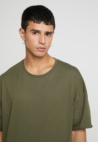 YOURTURN - T-shirts basic - olive - 4