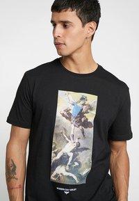 YOURTURN - T-shirt con stampa - black - 4