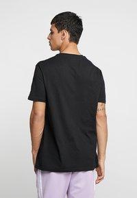 YOURTURN - T-shirt con stampa - black - 2