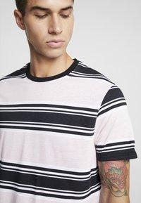 YOURTURN - Camiseta estampada - pink - 4