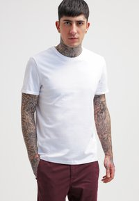 YOURTURN - T-shirts - white - 0
