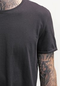 YOURTURN - T-shirt basic - black - 4