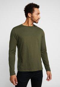 YOURTURN - Camiseta de manga larga - mottled olive - 0