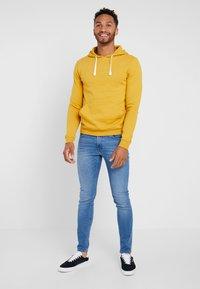 YOURTURN - Jersey con capucha - yellow - 1