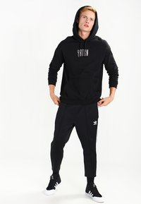 YOURTURN - Sweat à capuche - black - 1