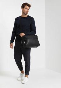 YOURTURN - Across body bag - black - 1