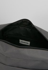YOURTURN - Across body bag - grey - 4