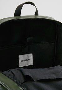 YOURTURN - Batoh - dark green - 4