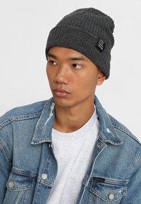 YOURTURN - Bonnet - mottled dark grey - 1