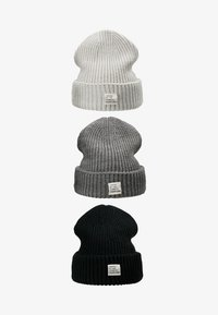 off-white/dark gray/black