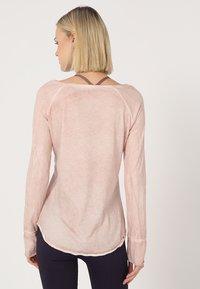 Yogasearcher - KARANI - Langærmede T-shirts - agate - 2