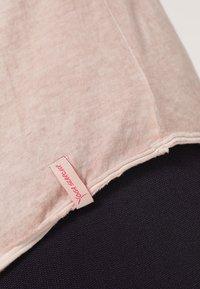 Yogasearcher - KARANI - Langærmede T-shirts - agate - 6