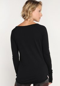 Yogasearcher - KARANI - Long sleeved top - black - 2