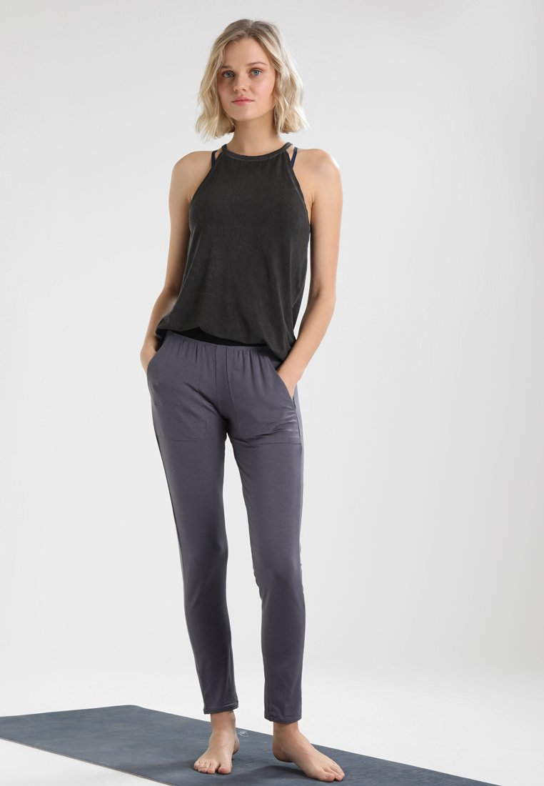 Yogasearcher Topper - Black