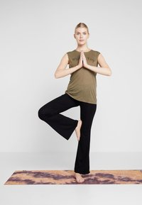 Yogasearcher - VISHNU  - Camiseta estampada - kaki - 1