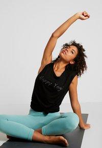 Yogasearcher - VISHNU  - T-shirt print - black - 1