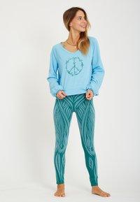 Yogasearcher - Longsleeve - light blue - 1