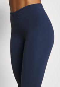 Yogasearcher - SAVASANA - Leggings - midnight - 6
