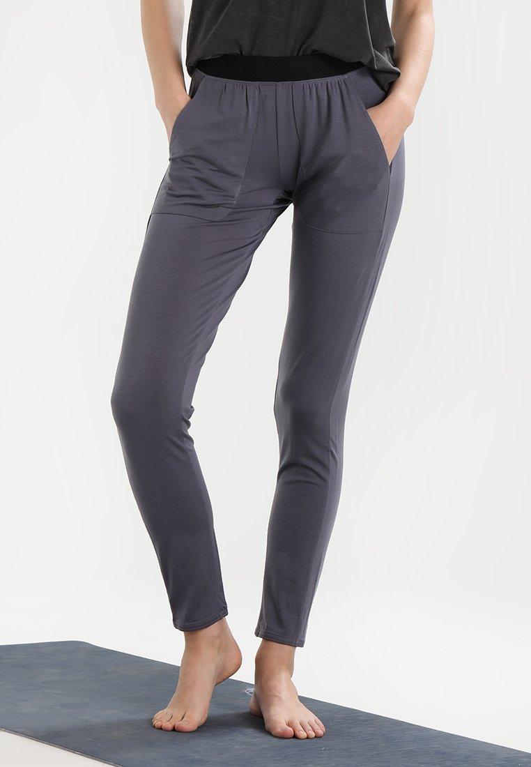 Yogasearcher - SHAKTI - Pantalon de survêtement - carbon