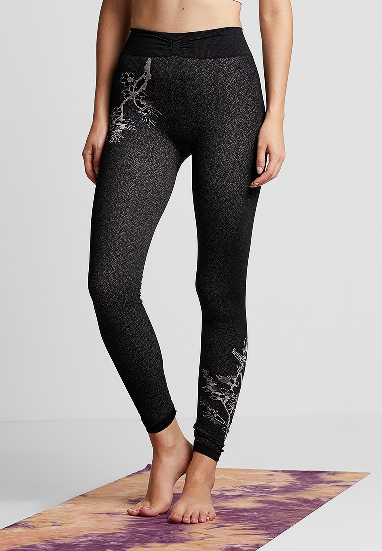 Yogasearcher - FUJI - Leggings - black