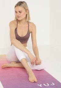 Yogasearcher - SHANTI - Punčochy - white - 1