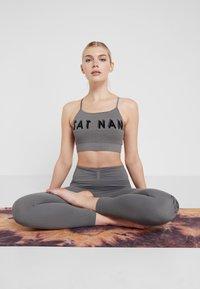 Yogasearcher - SHANTI - Legging - dolphin - 3
