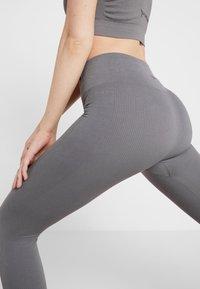 Yogasearcher - SHANTI - Punčochy - dolphin - 6