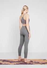 Yogasearcher - SHANTI - Legging - dolphin - 2
